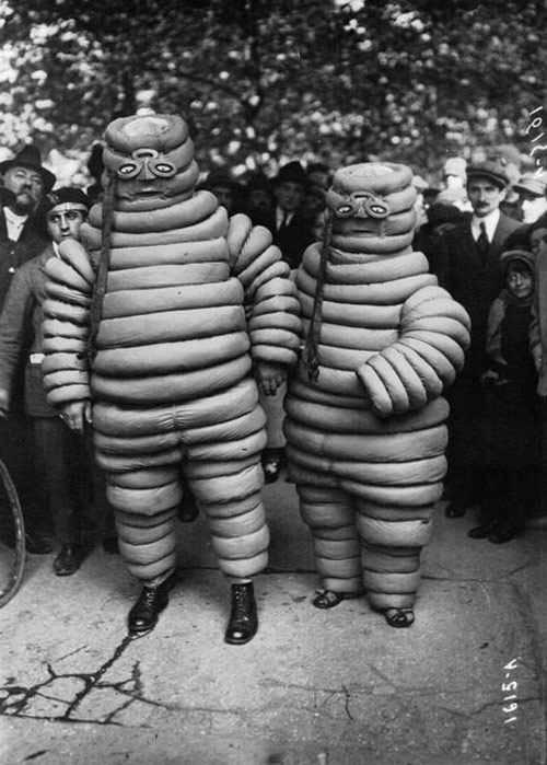 Source: http://www.cultofweird.com/blog/vintage-halloween-costumes/